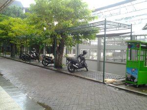 Sepeda motor parkir ditempat yang akan dijadikan tempat berwirausaha. Dok. CANOPY/Dini