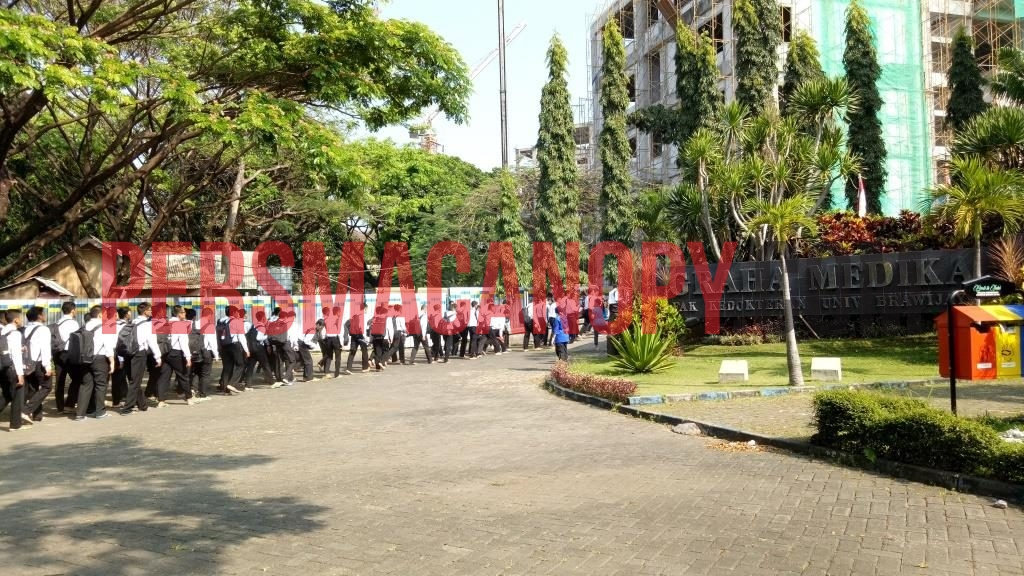 Mobilisasi Maba menuju gedung Graha Medika