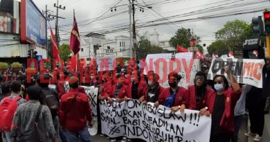 Aksi Penolakan UU Cipta Kerja berujung Kericuhan